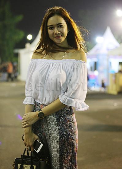 Merinding euy.. Foto Bohay Sexsy Aura Kasih di Konser Bon Jovi Jakarta