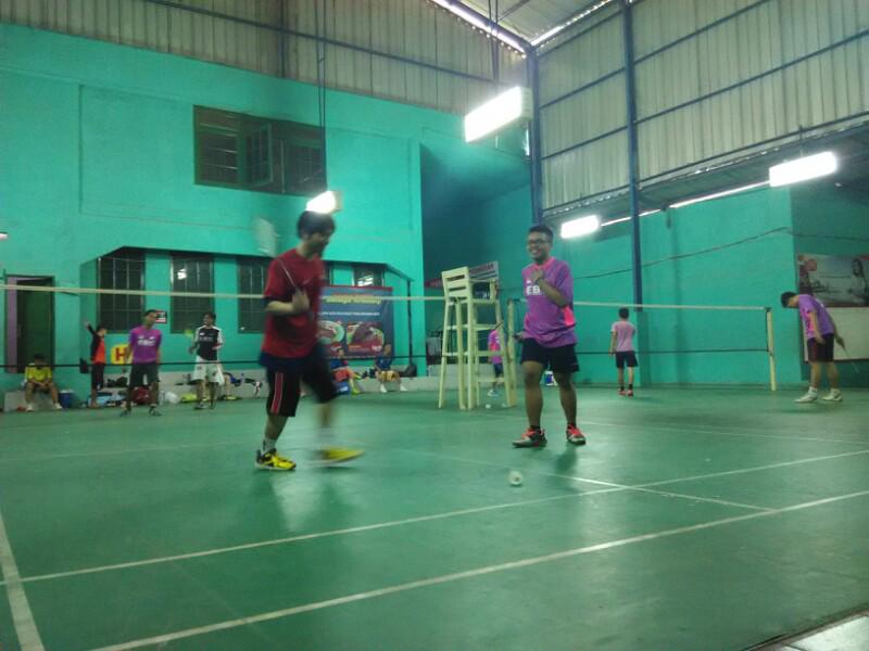 Badminton les usia dewasa