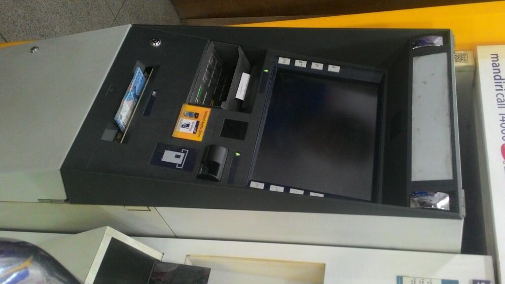 Duit di ATM Mandiri di Kenari Mas