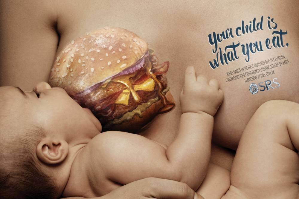 [AWAS MUPENG] Ekstrem! Iklan ini Bergambar Ibu 'Susui' Anaknya dengan Junk Food