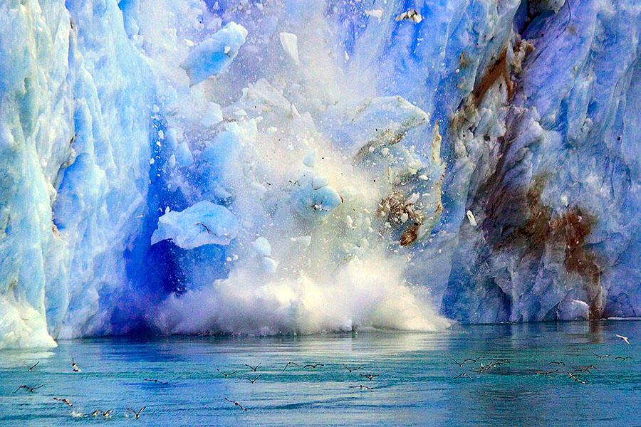 """ICEBERG"" Keindahan Gunung Es & Tsunami Kecil"