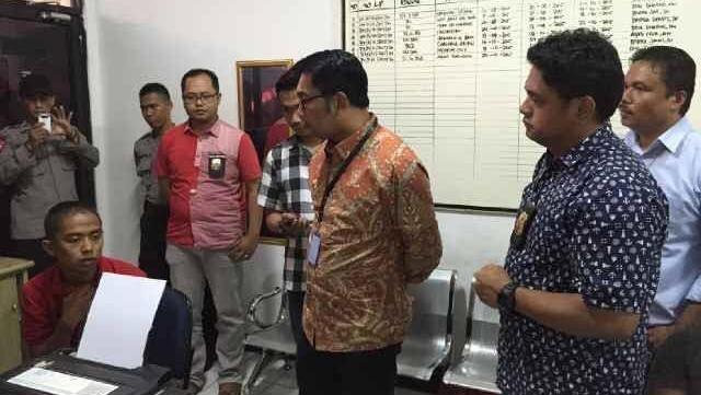 Ridwan Kamil Datangi Polsek Menteng, Cek Agus Bobotoh yang Ditangkap