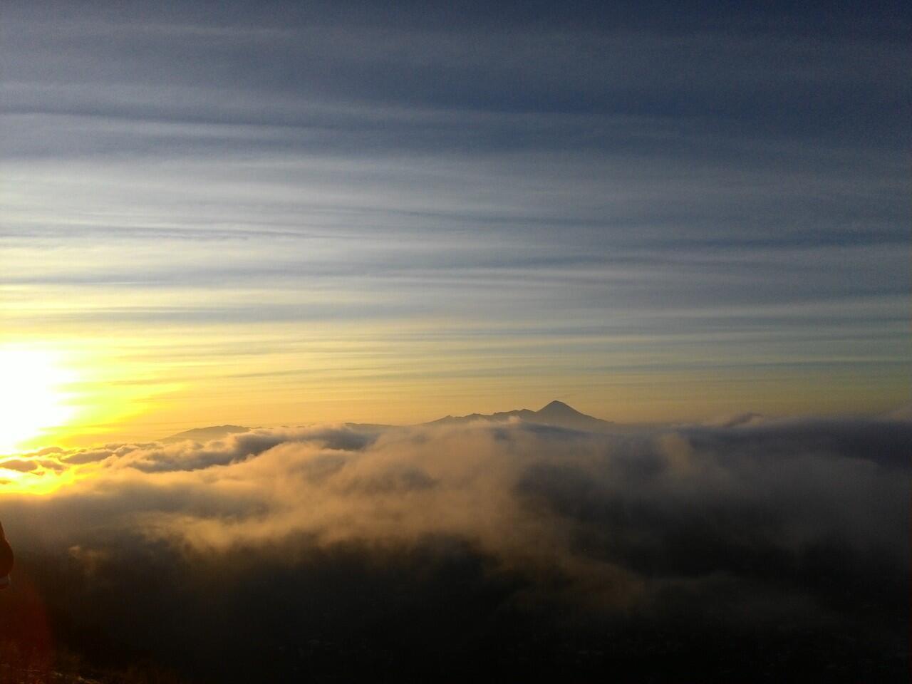 10 Pemandangan Sunrise Terindah di Indonesia