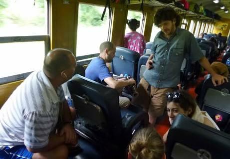 Solusi Menghilangkan Bosan Selama di Kereta Api