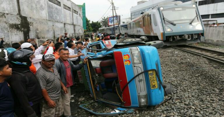 Kecelakaan Kereta Api vs Kendaraan Lain : Penyebab dan Tips Menghindarinya