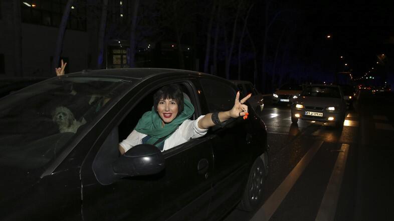 Iran Sita Puluhan Ribu Mobil karena Sopir Wanita Pakai Hijab Tak Layak