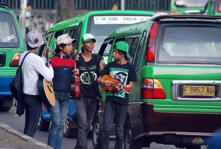Kenyataan Pahit yang Kamu Hadapi sebagai Pengguna Angkot dan Bis Kota di Indonesia