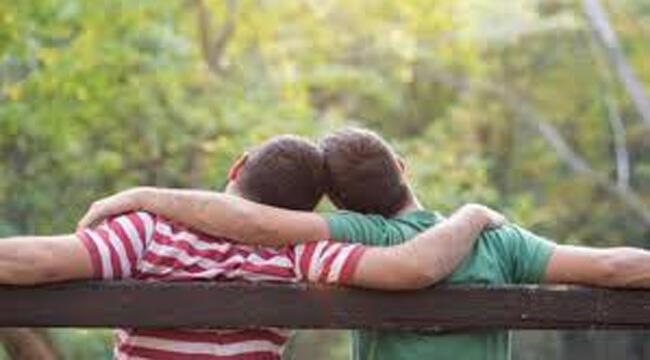 Pasangan LGBT, Umbar Kedipan Maut Kepada Pria Idaman