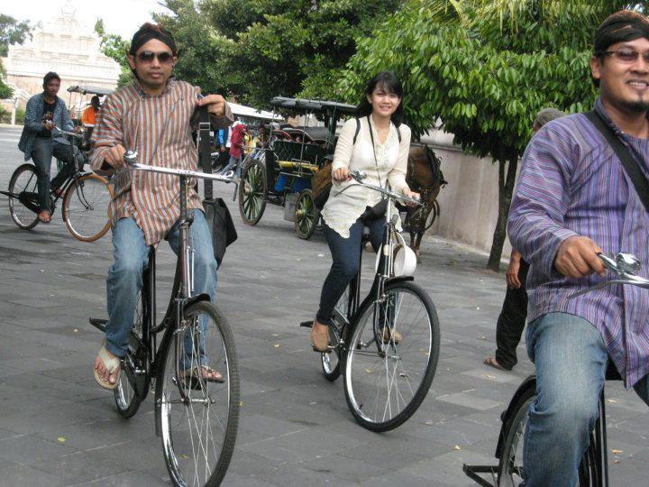 Inilah Keseruan yang Hanya Bisa Kamu Rasakan Saat Mengikuti Festival Sepeda Onthel