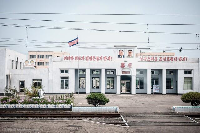 Fotografer ini Mengambil Foto-Foto Terlarang dari Korea Utara, Hasilnya....