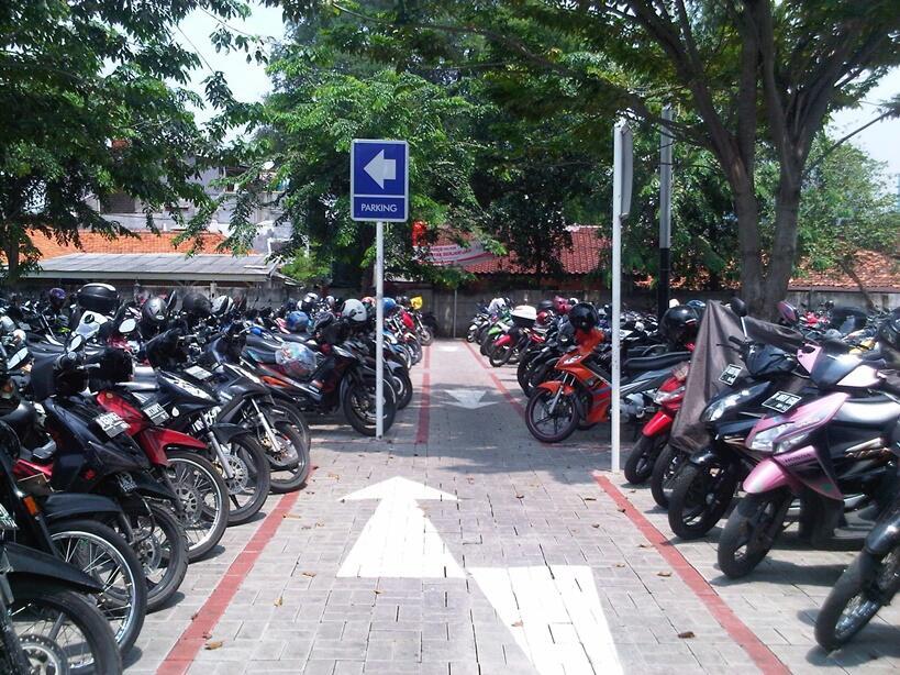 Wow, Manfaat Tukang Parkir yang Harus Kita Sadari