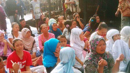 Warga Kampung Akuarium Gelar Doa Bersama di Tengah Penggusuran