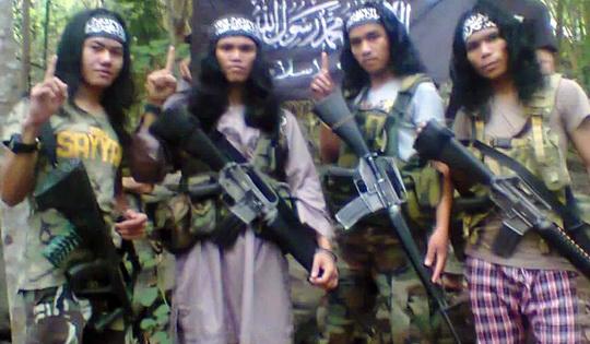 Siapa Sebenarnya Abu Sayyaf (Bapaknya Pedang) ? Apa Tujuan Mereka?