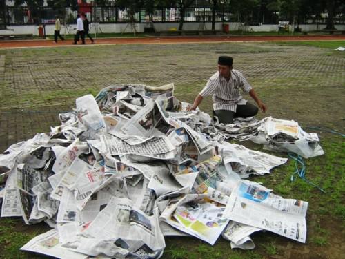 Alasan-Alasan Orang Masih Memilih Koran Sebagai Sumber Informasi (Oom Pembaca Koran)