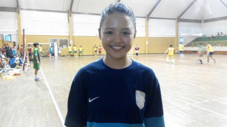 Cewek Asal Cirebon Ini Rela Tidur Di GOR Demi Ikut Seleksi Beasiswa Futsal !!!