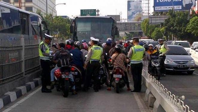 Penerobos Busway Tak Bayar Denda 500rb di Bank, STNK-nya Bakal Diblokir