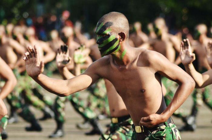 Tangkal komunisme dan homoseksualitas, gangsters Bali bakal dilatih semi militer