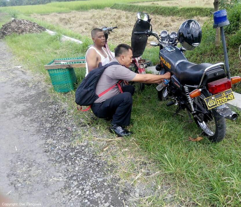 Brigadir roni, sosok polisi yang gemar membantu warga