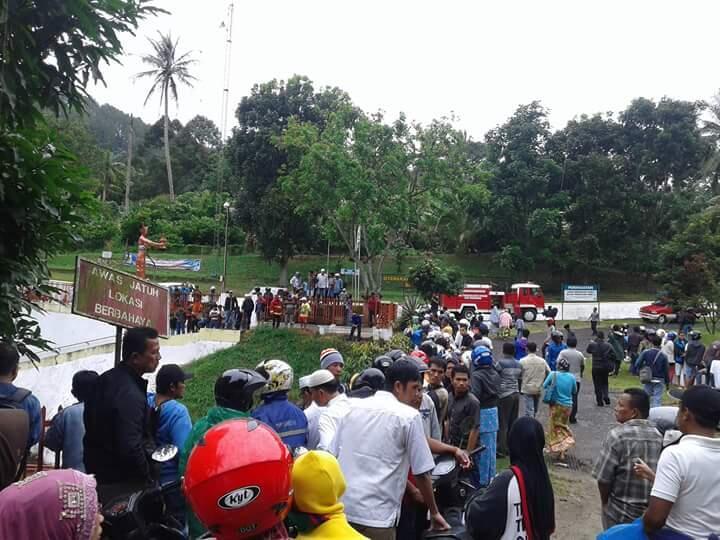 [TRAGIS] Kecelakaan Di Jalur Sumbar-Riau [update]