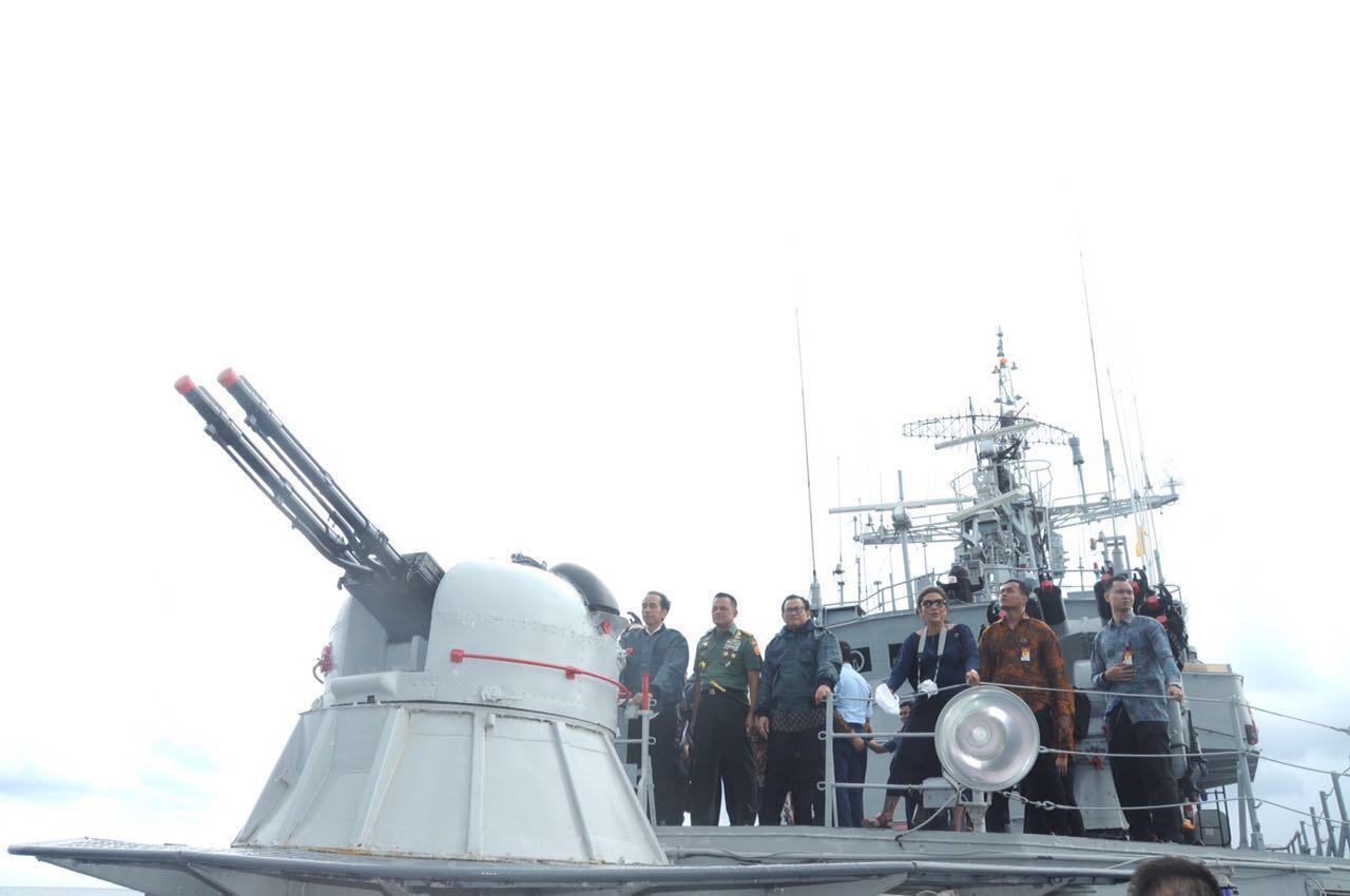 Rapat di Tengah Laut, Jokowi Dikawal 4 Kapal dan 2 Jet Tempur