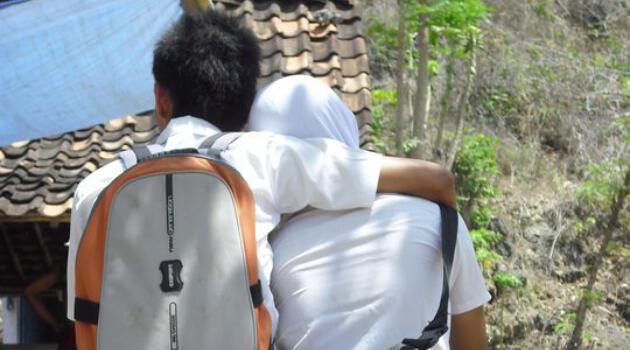 Riset: Jika Pacaran, Siswa Biasa Gituan Sebagai Bukti Cinta