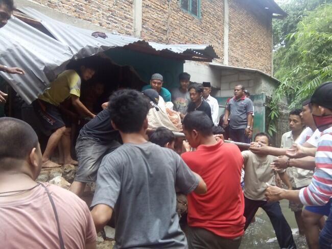 Banjir Pondok Labu, 1 Pria Ditemukan Tewas di Dekat Longsoran Tembok