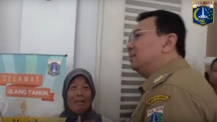 VIDEO: Gara-gara Bicara Seperti Ini, Ahok Bikin Nenek Penjual Kue Menangis