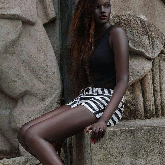 Khoudia Diop, Model Dengan Kulit Gelap Paling Indah Yang Menjadi Viral Di Dunia Maya