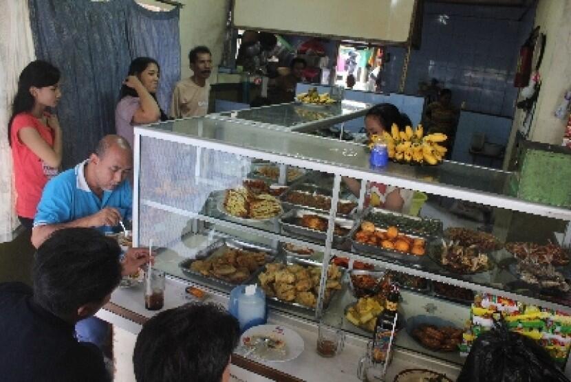 5 Kehebatan Ibu/Bapak Penjual Warteg di Indonesia