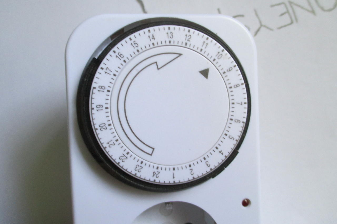 Kenmaster Stop Kontak Timer Listrik Manual Referensi Daftar Harga 24hour Erc Analog 24 Jam Kontrol Penggunaan Dirumah