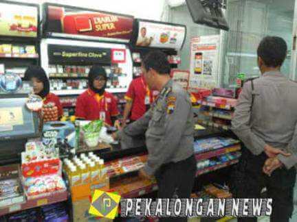 Tindakan Polisi Ini Bebaskan Balita Yang Ditahan Pegawai Minimarket