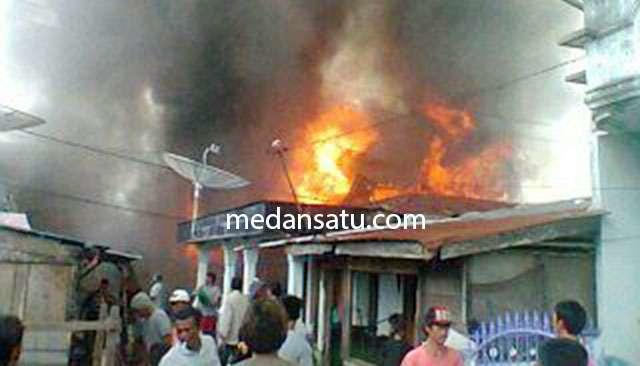 Ya Allah! Janda Muda Tewas Terbakar di Labura, 8 Rumah Jadi Abu…
