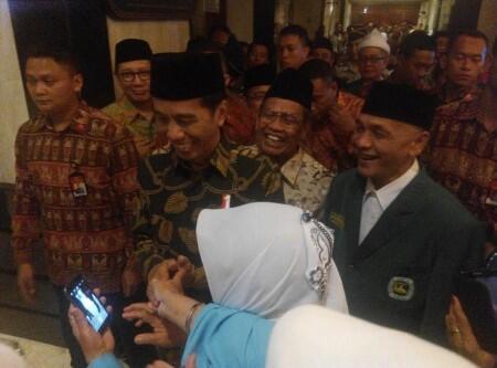Jokowi Minta Warga Perti Lupakan Cerita 50 Tahun Berkonflik