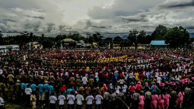 DERO MASSAL. Sebanyak 5000 orang, membawa pesan damai untuk Dinia