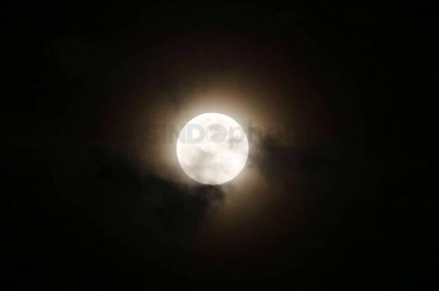 Keindahan Fenomena Alam Supermoon