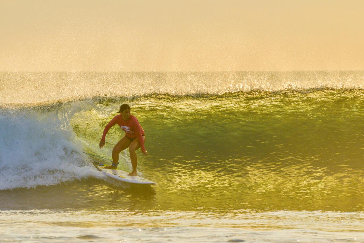 Surfing di Pulau