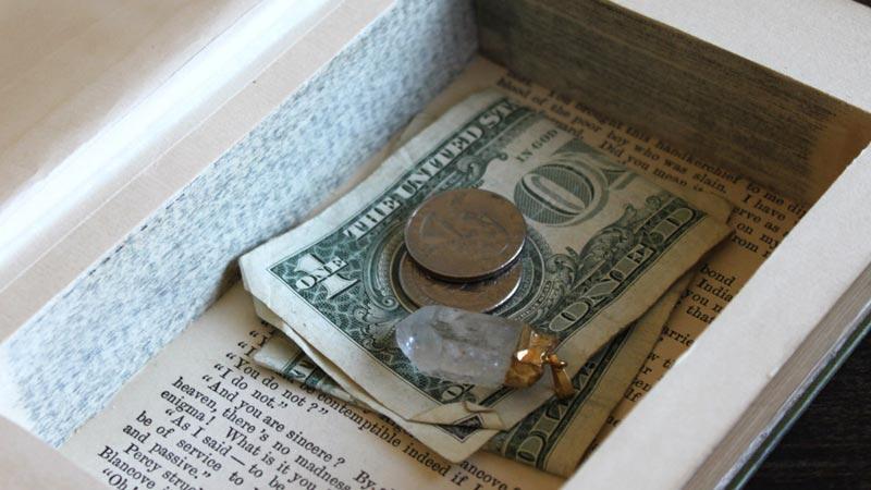 Coba 15 Tempat Rahasia ini gan, Dijamin Uang Agan Aman dari Maling!