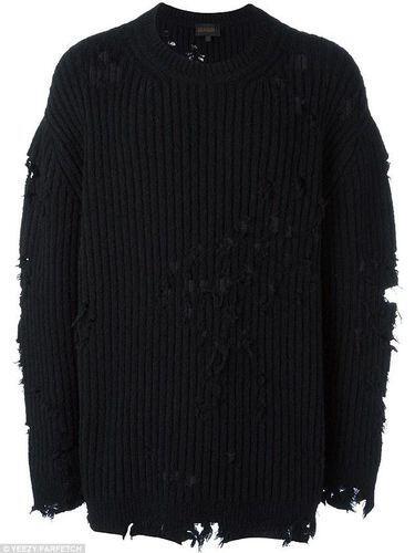 Sweater Sobek Ini Seharga 29 Juta Gan!