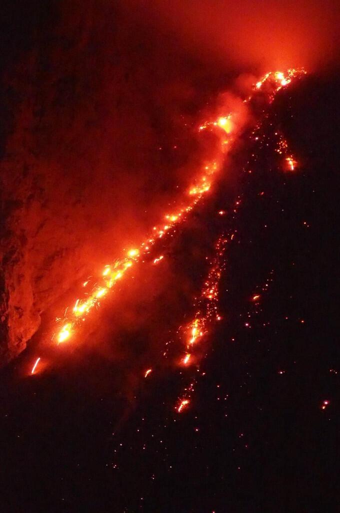 Diving Gunung Volcano Batu Tara