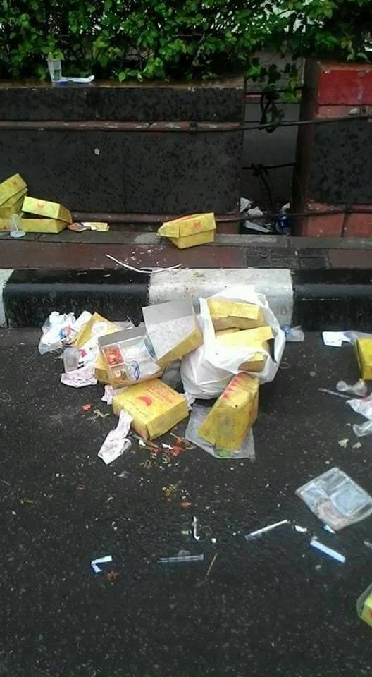 Usai Aksi 412, Sampah Berserakan dan Taman Bundaran HI Rusak