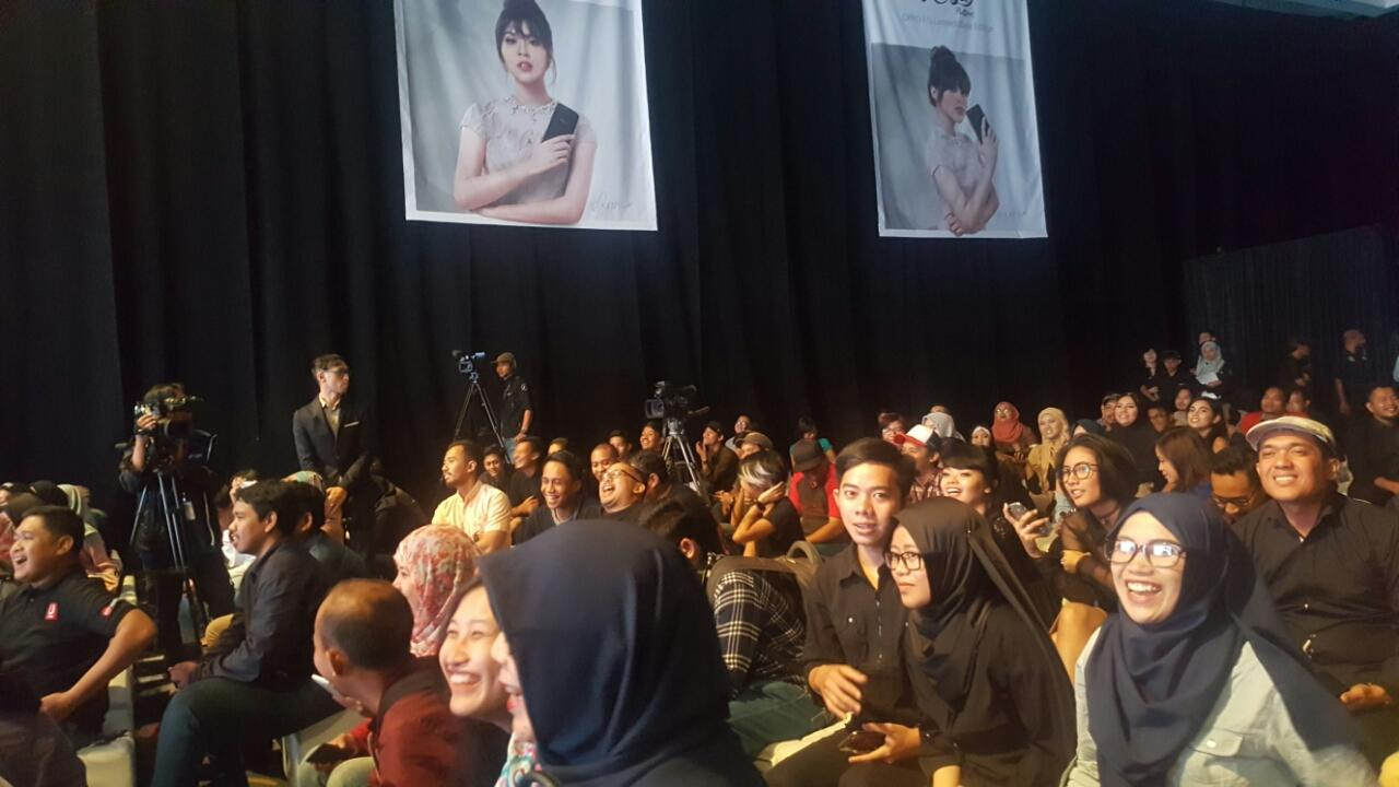 Live Thread and Live Streaming : OPPO Raisa Phone