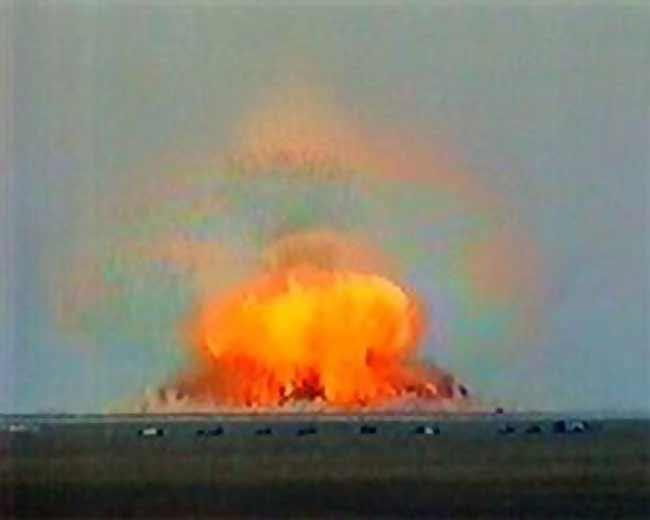 Perbandingan antara Bom Rusia (FOAB), Amerika (MOAB) dan Indonesia (Bom Panci)