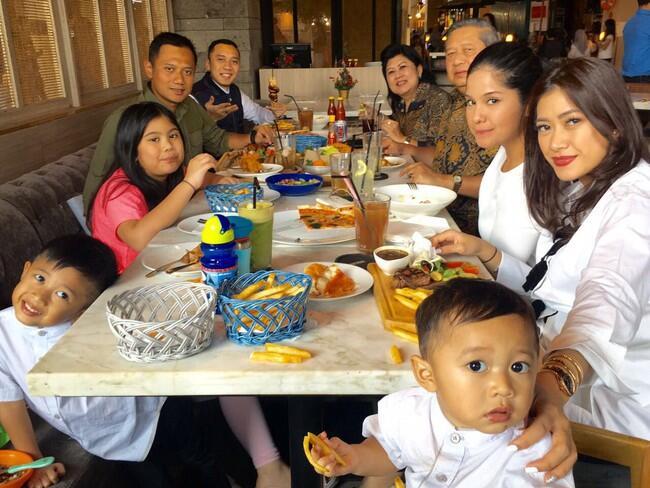 Tak Kampanye di Awal 2017, Agus Makan Malam Bersama SBY dan Keluarga