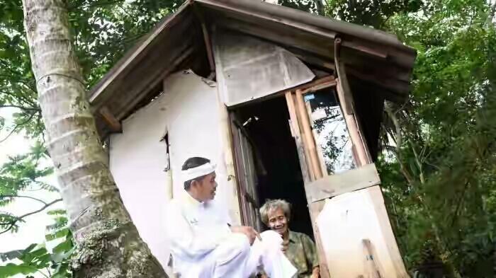 Bertemu Pria Renta di Makam, Bupati Purwakarta Syok Melihat Kehidupannya