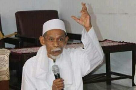Kiai Kharismatik Cirebon Makhtum Hannan Wafat