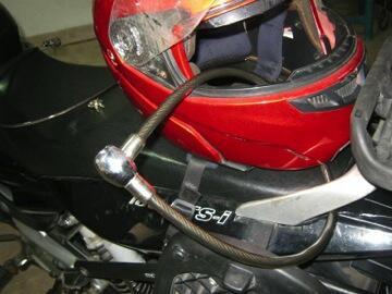 5 Alasan Salah Pengendara Motor Gak Pake Helm