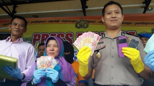 Pejabat Disperindag Jember Kena OTT di Warung Ayam Geprek
