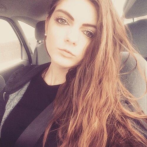 Perempuan Ini Mengaku Dipecat Karena Terlalu Cantik