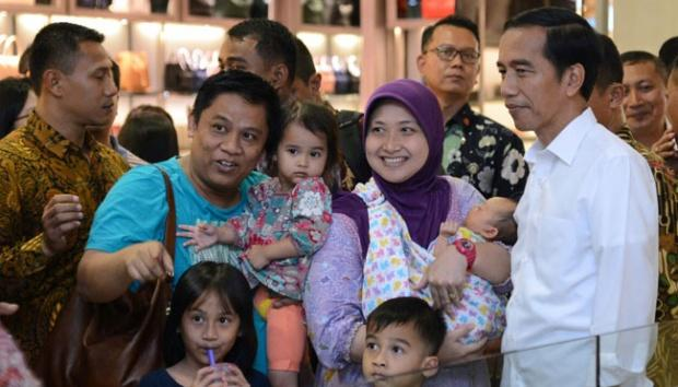 Ke Senayan City, Jokowi Beli Buku tentang Soekarno dan Hatta