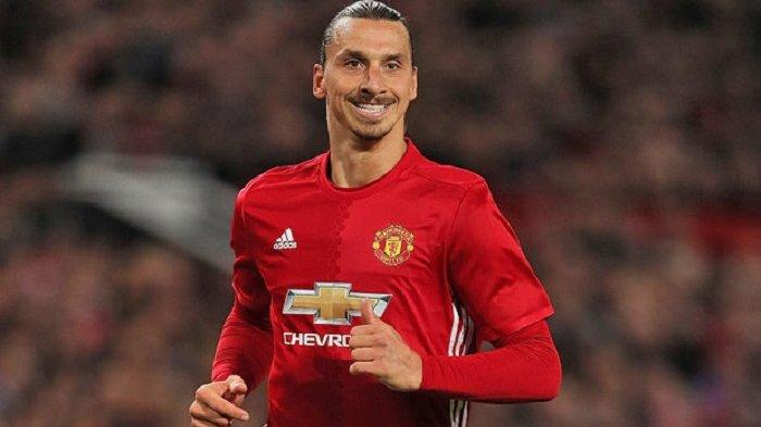 Chris Smalling Ingin Zlatan Ibrahimovic Perpanjang Kontrak di Manchester United